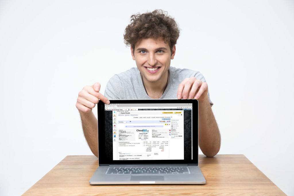baiatul cu laptop2